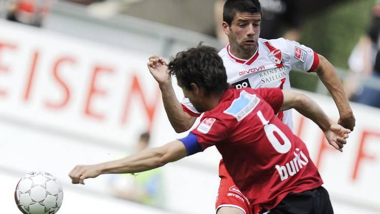 Sandro Burki im Duell gegen Didier Crettenand.