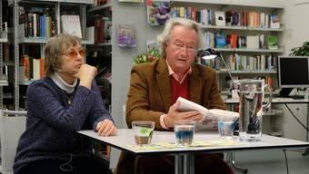 Peter Kner liest in der Schlieremer Bibliothek aus dem Roman «Rosenkind» von Erica Brühlmann-Jecklin.