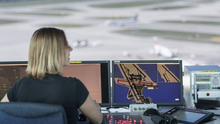 Ein Instruktor hatte zu spät eingegriffen, als die Flugverkehrsleiterin in Ausbildung die Gefahr nicht realisierte. (Archivbild)