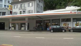 Diese Tankstelle wurde überfallen.