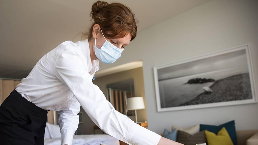 Im Kanton Neuenburg hat die Regierung Nothilfe für insgesamt sechs Millionen Franken für die von der Coronakrise stark betroffenen Gastgewerbe- und Hotelleriebetriebe beschlossen.