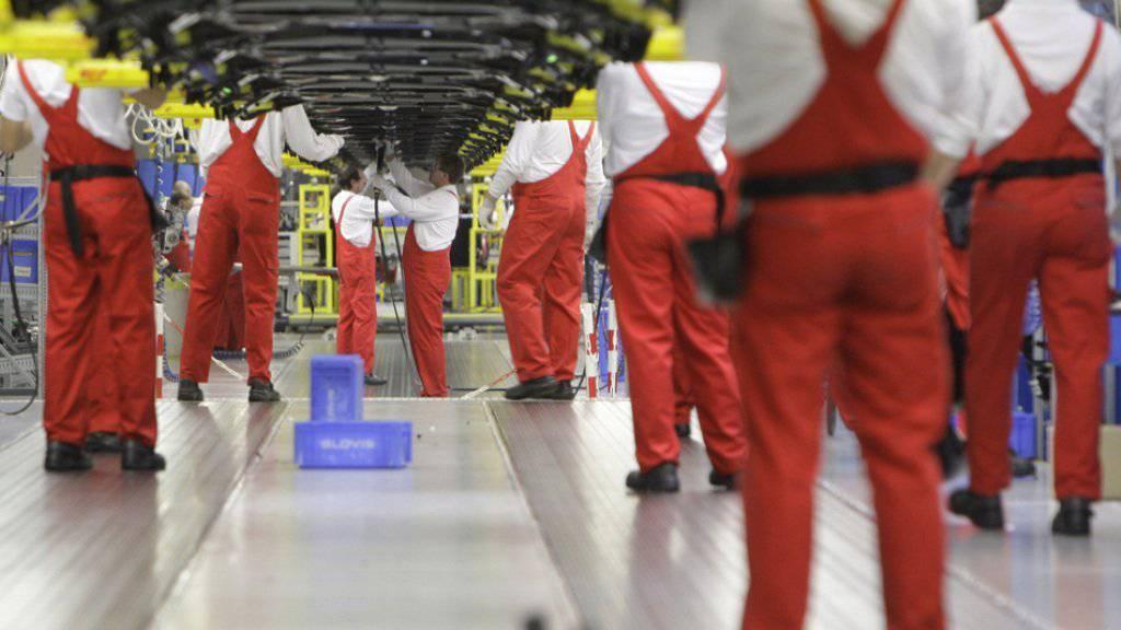 Produktion in einer Fabrik des Autobauers KIA. Die Automobilindustrie ist der grösste Arbeitgeber in der Slowakei. (Archiv)