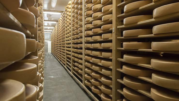 """Die Bezeichnung Käse ist Produkten aus Milch vorbehalten. Rein pflanzlicher """"Käse"""" darf sich nicht mehr so nennen, haben die EU-Richter am Mittwoch in Luxemburg entschieden."""