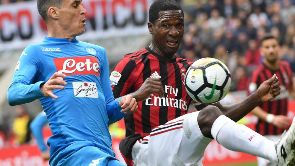 Ausgeglichenes Duell: Napoli (Callejon) und Milan (Zapata) trennen sich 0:0.