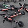 Nicht nur in Basel ein Problem: Auch in anderen Städten stehen und liegen die E-Scooter haufenweise herum.