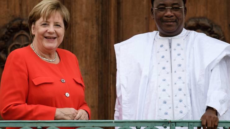 Die deutsche Kanzlerin Angela Merkel hat dem nigrischen Präsidenten Mahamadou Issoufou zugesagt, mit zusätzlichen Finanzspritzen für Sicherheit, Gesundheit und Entwicklung dabei zu helfen, dass Niger nicht in Gewalt und Instabilität abrutscht. (Archivbild)