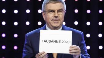 Um 11.45 Uhr war es Tatsache: Auf dem Zettel von IOC-Präsident Thomas Bach stand Lausanne.