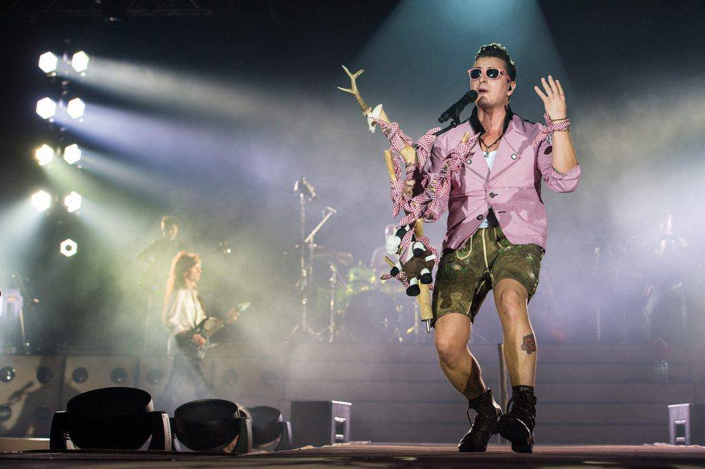 Gibt sich gerne volksnah: Der selbst ernannte Volks Rock'n'Roller. (© EPA/Armin Weigel)