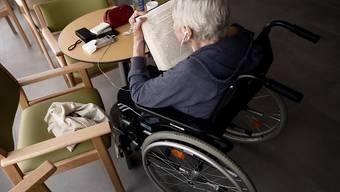 In Singapur hat eine 102-jährige Frau in einem Altersheim eine Coronavirus-Infektion überlebt. (Symbolbild)