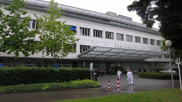 Haupteingang des Kantonsspitals Aarau (KSA) zu einem seiner vielen Gebäudekomplexe. Der Investitionsbedarf ist hoch. Fränzi Zulauf