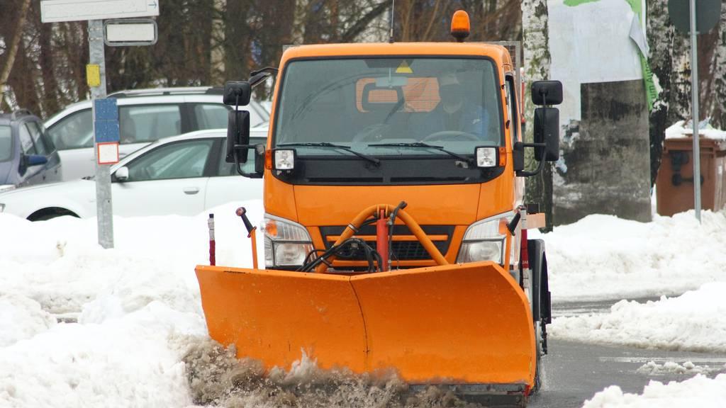 Wohin mit dem verschmutzen  Schnee, wenn die Deponien voll sind?