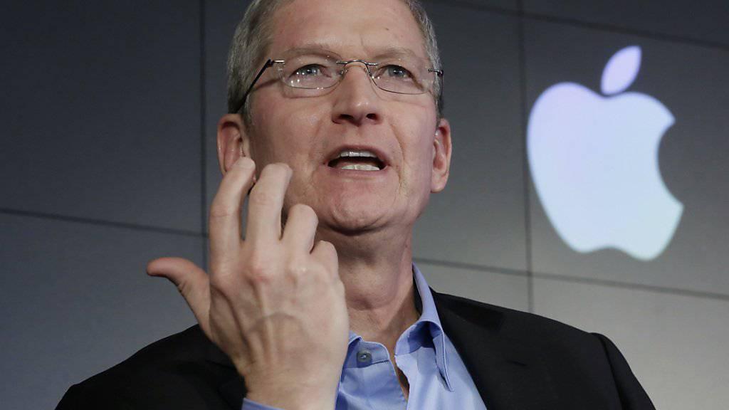 Sei fünf Jahren steht Tim Cook an der Spitze von Apple. Finanziell geschäftet der Nachfolger des verstorbenen Steve Jobs sehr erfolgreich. Der rasante technologische Wandel stellt aber auch für den IT-Giganten Apple eine Herausforderung dar.
