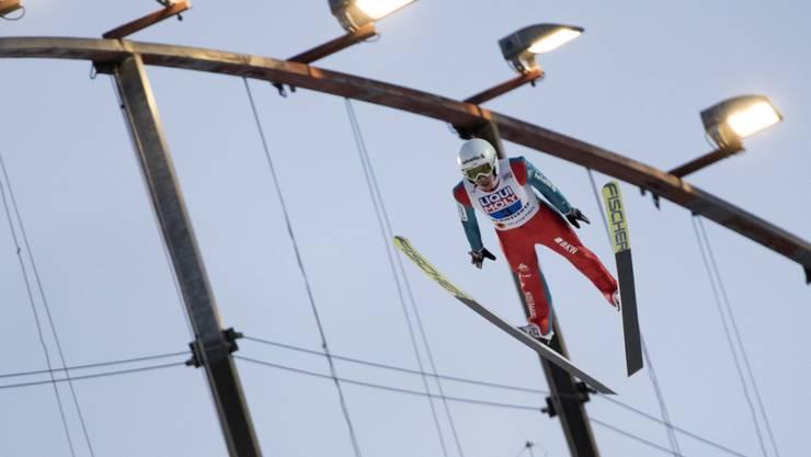 Simon Ammann übersteht die Qualifikation für das Springen in Lillehammer (Archivbild)
