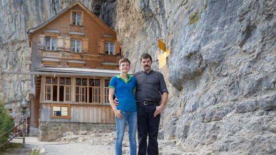 Nicole und Bernhard Knechtle vor «ihrem» Restaurant Äscher.