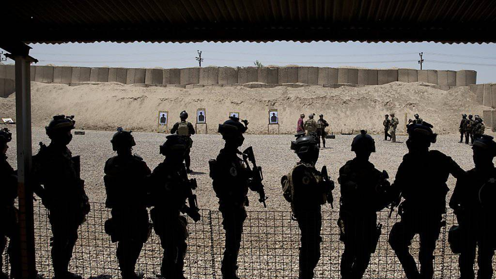 Irakische Soldaten beim Training in Bagdad. Offenbar hat die Terrormiliz IS versucht, Truppen der USA und Iraks mit Giftgas anzugreifen. (Archivbild)