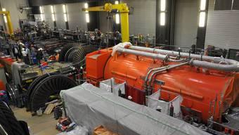 Der neue Siemens-Generator (im orangefarbenen Gehäuse) während der Einbauarbeiten (Aufnahme vom 29. Mai).