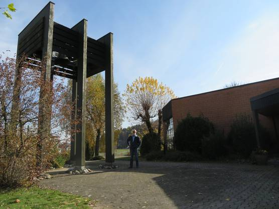 Architekt Antonio Schlup vor der Kirche, deren Bau einer seiner ersten Aufträge war