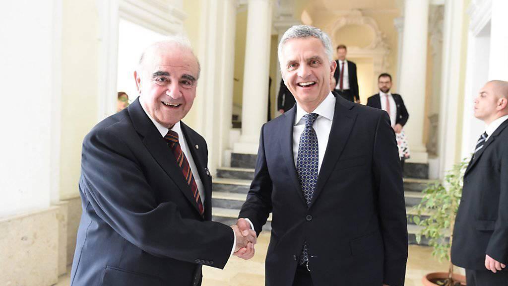 Aussenminister Didier Burkhalter (rechts) mit seinem maltesischen Amtskollegen George Vella (links) in Valetta.