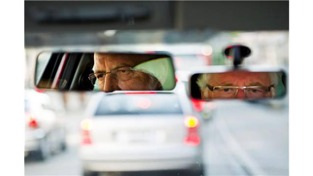 Betagte Autofahrer werden immer wieder als Sicherheitsrisiko bezeichnet. key