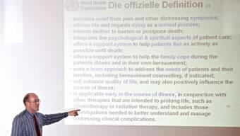 Florian Strasser, Onkologe am Kantonsspital St. Gallen, erläuterte in Solothurn die Bedeutung von Palliative Care