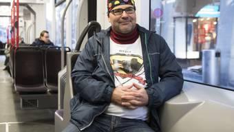Der Wiener Tram-Fan Andreas W. Dick im Tram der Linie 9. Der Österreicher befuhr am Mittwoch das ganze Tramnetz der Bundesstadt inklusive Marzili- und Gurtenbahn.