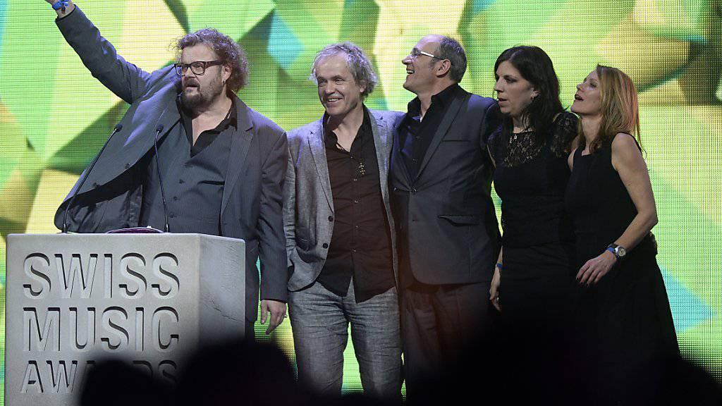 Patent Ochsner schaffte es 2015 in die Jahres-Top 10 der offiziellen Schweizer Album-Hitparade und gewann auch einen Award in der Kategorie Best Album National bei den Swiss Music Awards im Februar 2016. (Archiv)