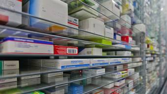 Blick in ein Medikamentenlager: Bei einigen Krebsmedikamenten besteht ein Versorgungsengpass (Symbolbild)