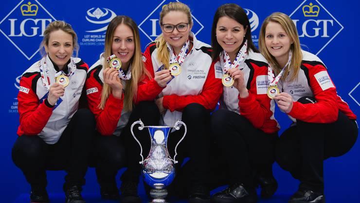 Silvana Tirinzoni, Melanie Barbezat, Alina Paetz, Esther Neuenschwander, Marisa Winkelhausen (v.l.)