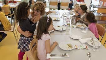 Die Gegner betonten, dass bei Annahme der Initiative Angebote wie Mittagstische und Tageseltern aus den Finanzierungsmodellen herausgefallen wären. (Archiv)