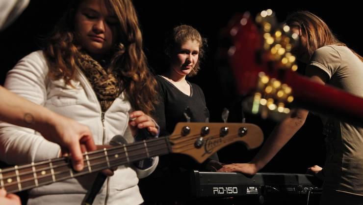 Die Female Bandworkshops finden dieses Jahr zum zweiten Mal statt und werden in 10 Kantonen durchgeführt – darunter erstmals auch in Basel. (Symbolbild)
