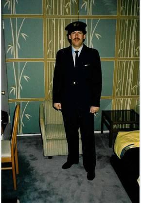 Heiner Hossli in der Uniform der Swissair. Während zweier Monate begleitete er Flüge der Swissair.