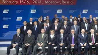 G20-Gruppenbild mit Eveline Widmer-Schlumpf (vorne, Vierte von links) in Moskau
