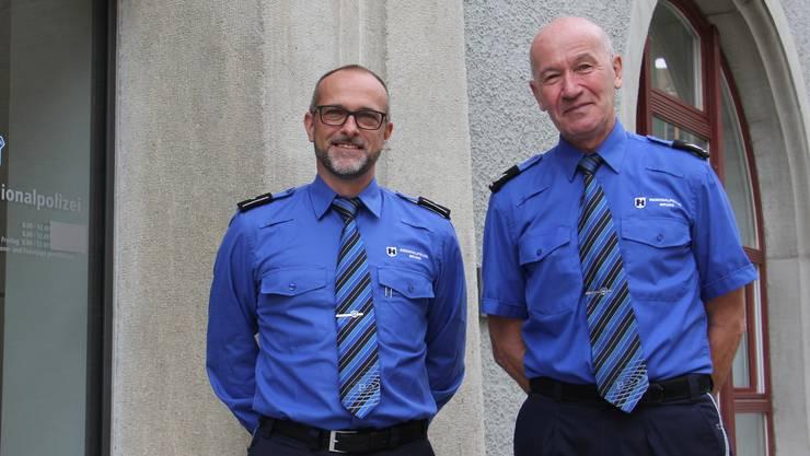 Polizeichef Andreas Lüscher (l.) schätzt das grosse Fachwissen sowie die hilfsbereite und offene Art von Dieter Bielmann.