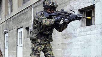 Nicht ins Ausland: Schweizer Soldat