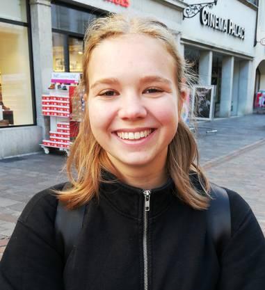 Lena von Arb, 19, aus Balsthal hat bereits gewählt. Der Klimawandel ist sehr wichtig. Aber auch die Budgetierung des Staates sollte diskutiert werden. Sie hofft, dass das Budget des Militärs überarbeitet wird. (ber)