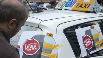 Damals waren sie dagegen, jetzt fahren einige selbst für Uber. Das befeuert eine Kennzeichnungspflicht für Uber-Autos.