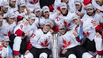Das Team Canada mit dem Siegerpokal nach dem gewonnenen World Cup 2016 in Toronto