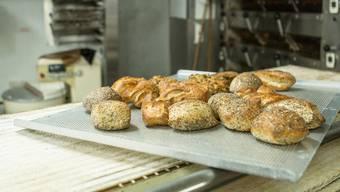 Frisch aus dem Ofen bis zum Ladenschluss – danach wäre das Brot auch immer noch geniessbar, verkauft wird es aber oftmals nicht mehr. (Symbolbild)