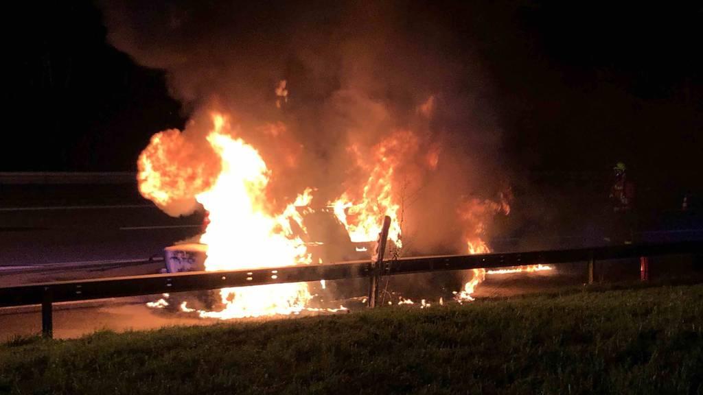 Familie rettet sich aus brennendem Auto - «Verhalten war vorbildlich»