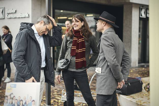 Strassenwahlkampf in Riehen: Baschi Dürr mit Lukas Engelberger und Stephanie Eymann.