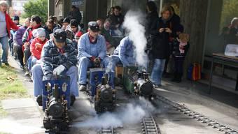 Die Dampfbahn war an schönen Tagen ein Hit bei den Kindern.