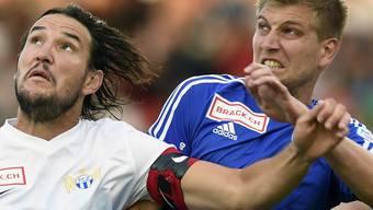 Wohlens Torschütze Florian Stahel (rechts, hier gegen Zürichs Alain Nef) zeigte in Neuenburg die Zähne