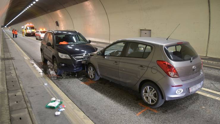 Frontal gegeneinander in Tunnel: Die zwei Lenkerinnen verletzten sich.
