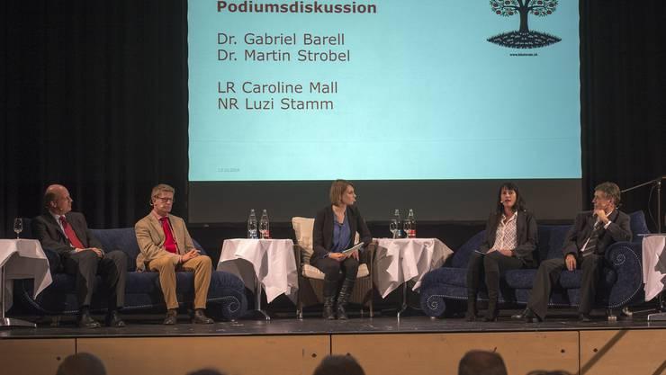 Von links nach rechts: Martin Strobel, CEO Baloise Group, Gabriel Barell, Direktor des Gewerbeverbandes Basel-Stadt, Moderatorin Rahel Walser, Landrätin Caroline Mall (SVP BL) und Nationalrat Luzi Stamm (SVP AG)