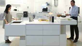 Die Küche von Tiesla passt sich den individuellen Bedürfnissen an – mit höhenverstellbaren Möbeln.