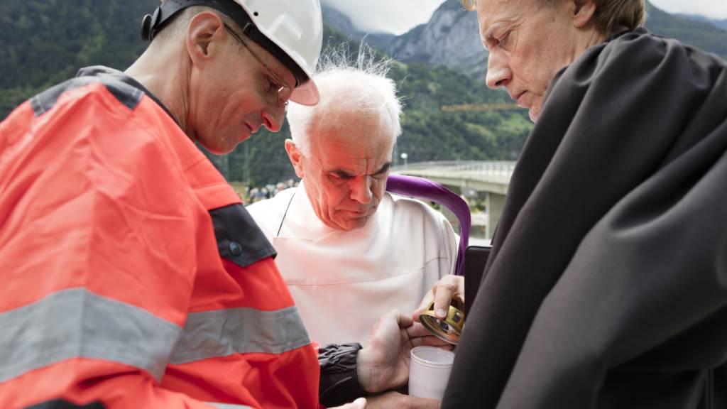 Martin Kopp, (Mitte), der vor knapp einem Jahr als Generalvikar für die Urschweiz abgesetzt worden war, ist «Urner des Jahres».