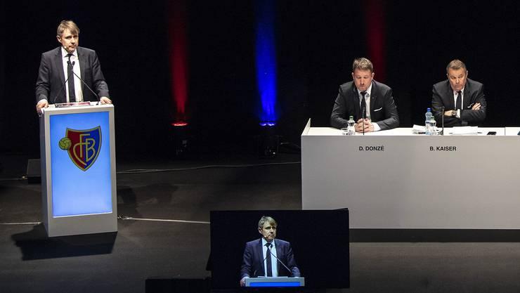 Präsident Bernhard Burgener (ganz links) und der Vereinsvorstand mussten Kritik einstecken, wurden aber letztlich mit deutlichen Mehrheiten in ihrem Handeln bestärkt.