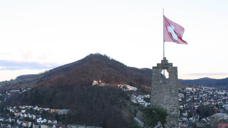 Schweizer Fahne weht in Baden.