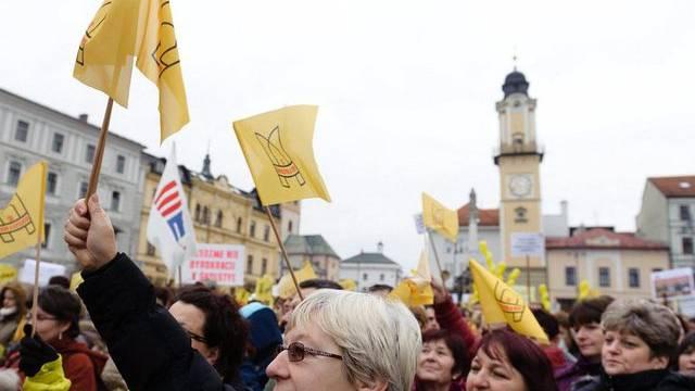 Lehrer und Lehrerinnen streiken für mehr Lohn