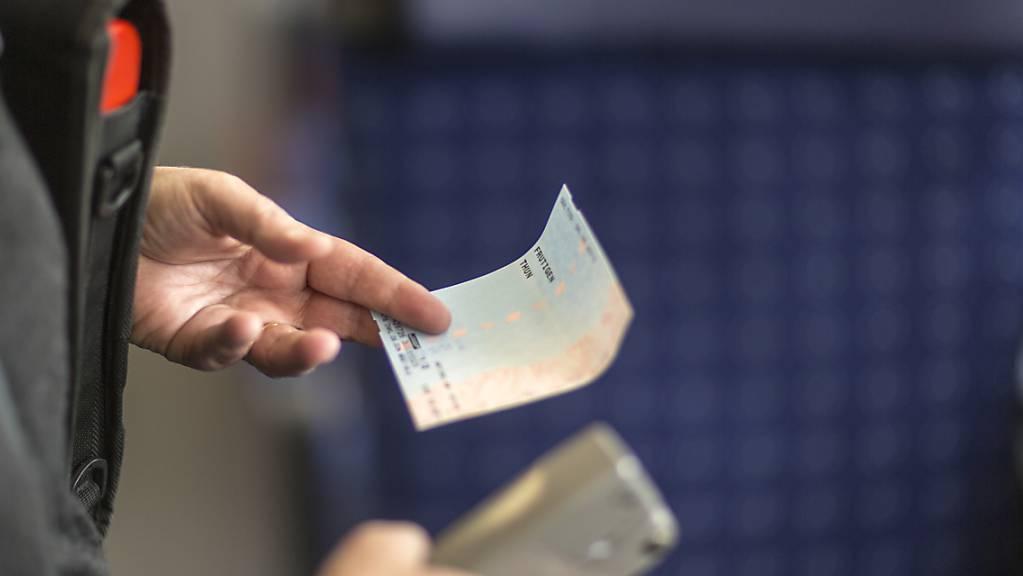 Das Bahnbillet kontaktlos zahlen: die BLS hat neue Automaten getestet. (Symbolbild)